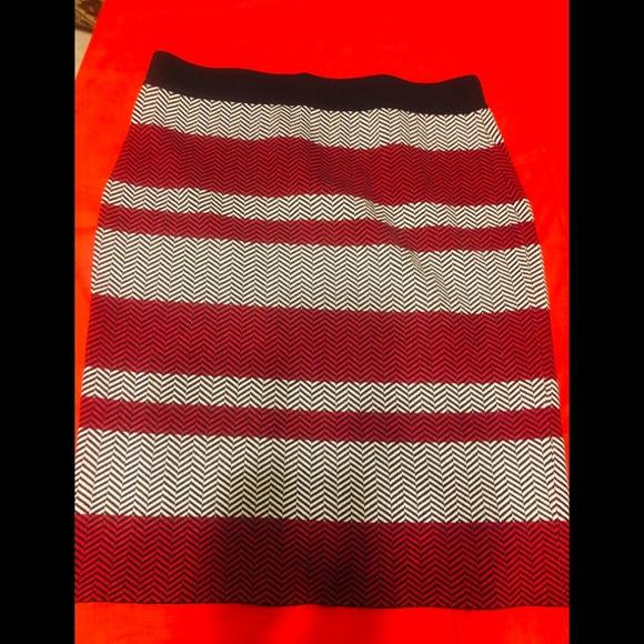 Elle Dresses & Skirts - Elle skirt size M